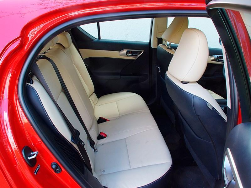 Lexus CT 200h 2014 задний диван