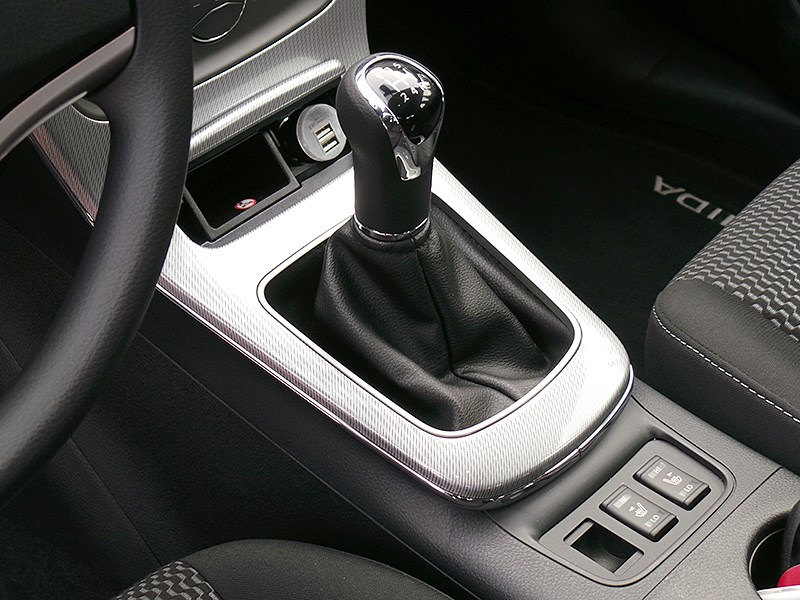Nissan Tiida 2015 МКПП