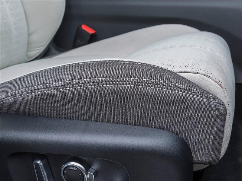 Range Rover Velar 2017 переднее кресло
