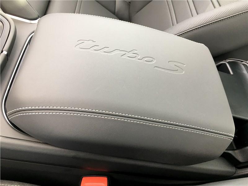 Porsche Cayenne Turbo S E-Hybrid Coupe 2020 подлокотник