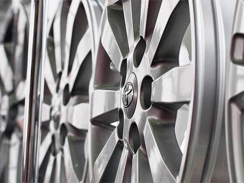 Toyota снизит цены на комплектующие почти на четверть