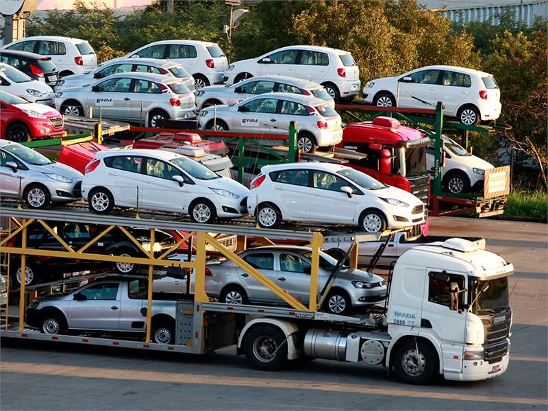 За 11 месяцев прошлого года импорт легковых автомобилей в Россию сократился почти на 52%