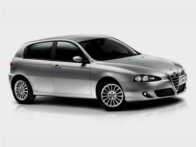 Alfa Romeo 147 2000 вид спереди