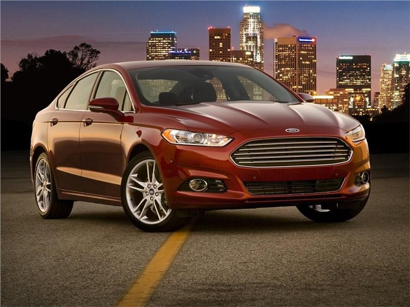Ford Fusion 2012 вид спереди