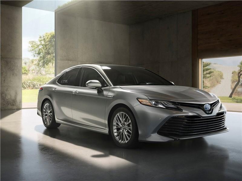 Toyota Camry 2018 Процедура омоложения