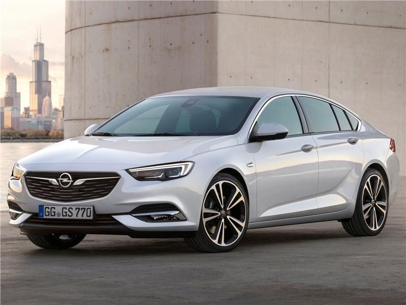 Opel Insignia Grand Sport 2017 вид спереди