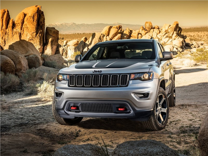 Jeep Grand Cherokee Trailhawk 2017 вид спереди
