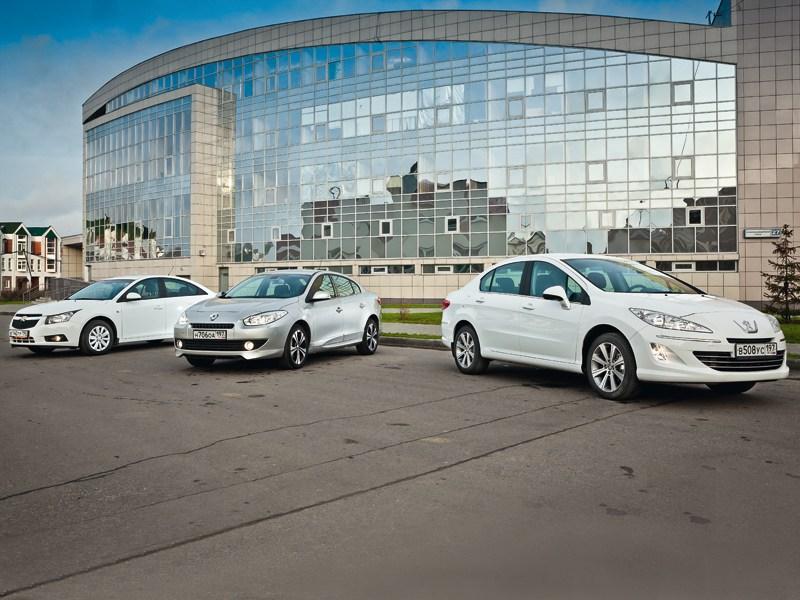 Peugeot 408, Chevrolet Cruze, Renault Fluence