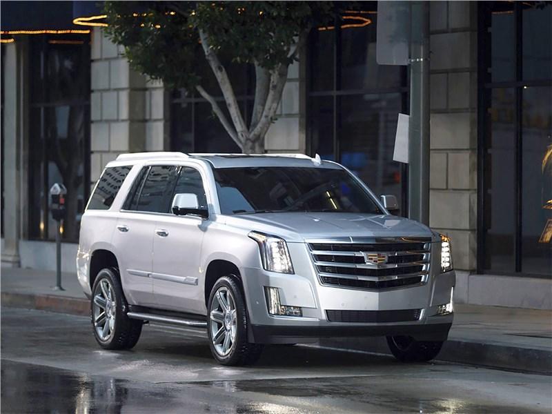 Cadillac Escalade 2015 вид спереди
