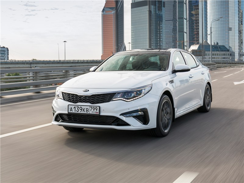 KIA Optima GT Line проверяет на прочность вернувшегося в Россию Subaru Legacy Optima