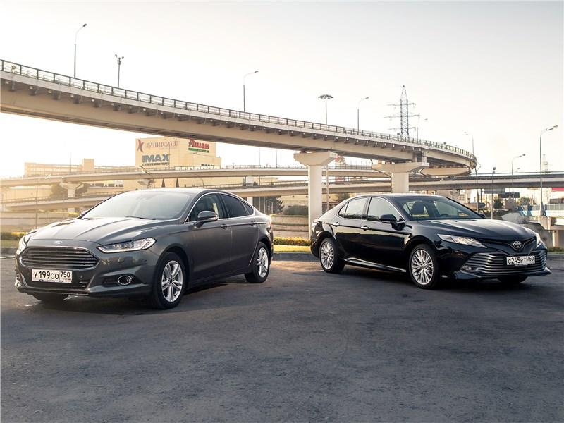 Ford Mondeo, Toyota Camry - сравнительный тест ford mondeo 2015 и toyota camry 2018: в поисках водительского счастья