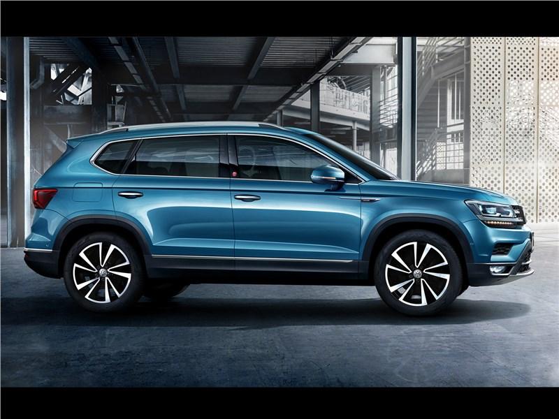 Volkswagen Tarek 2020 вид сбоку