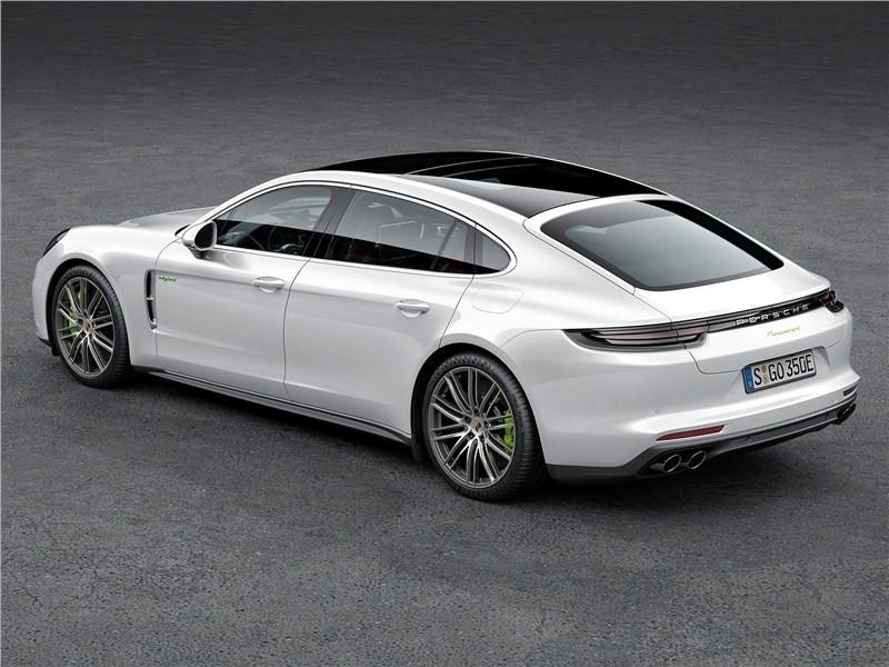 Porsche Panamera 2017 вид сзади сверху