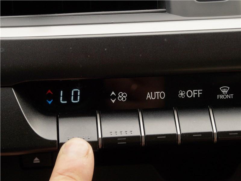 Lexus UX 200 2019 управление климатом