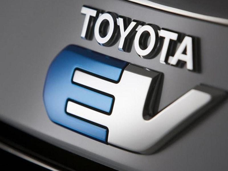 Toyota выпустит электромобиль с зарядкой за несколько минут