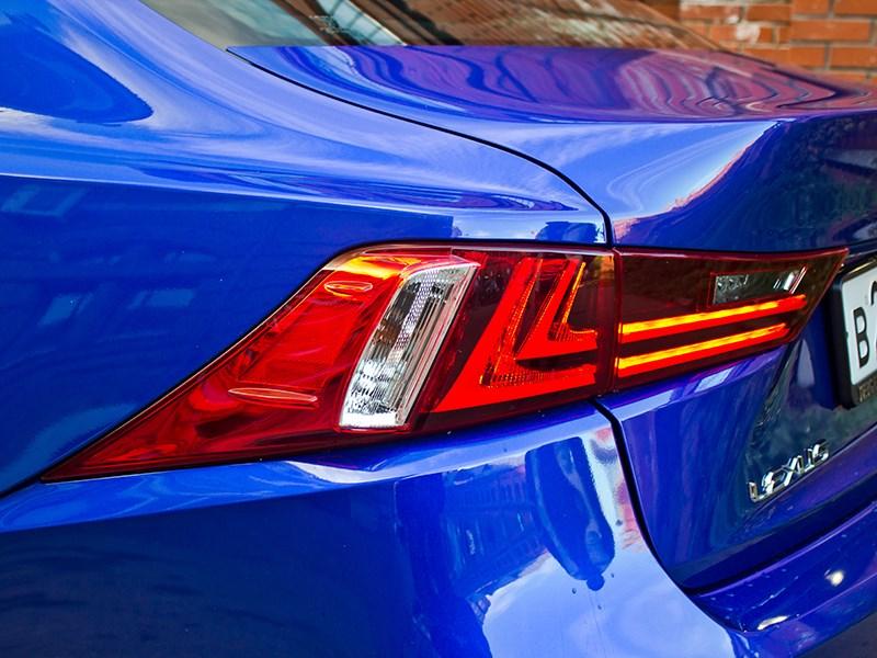 Lexus IS FS 2013 задний фонарь