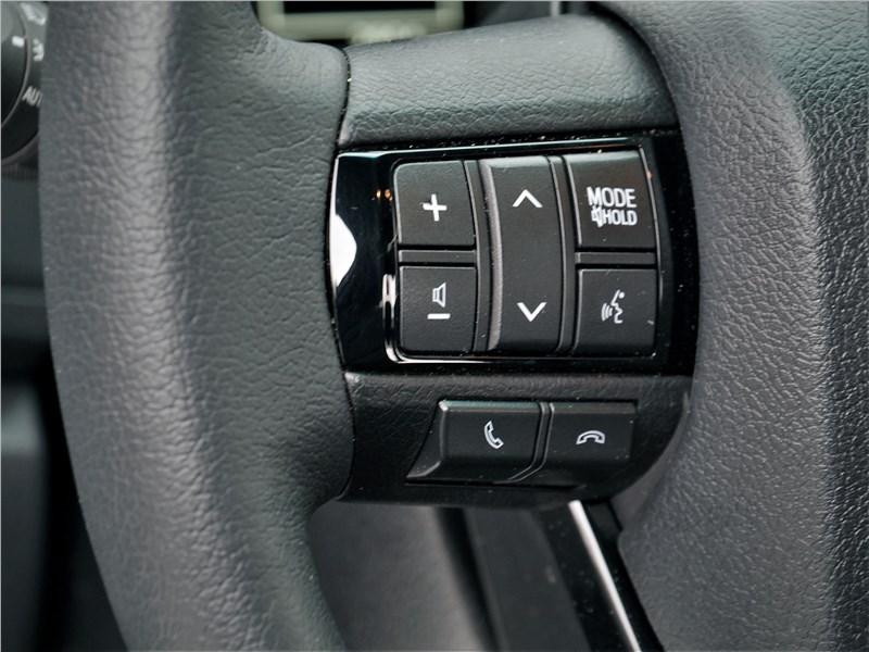 Toyota Hilux (2021) руль