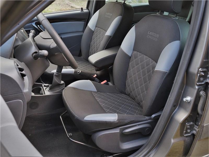 Lada Largus Cross (2020) передние кресла