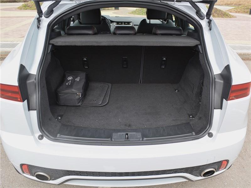 Jaguar E-Pace (2018) багажное отделение