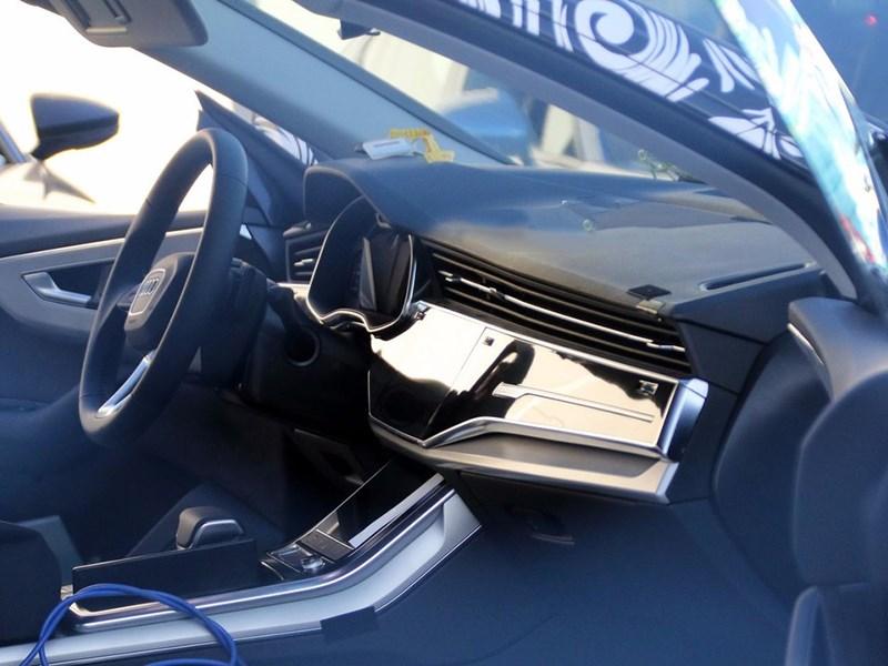 Рассекречен интерьер Audi Q8
