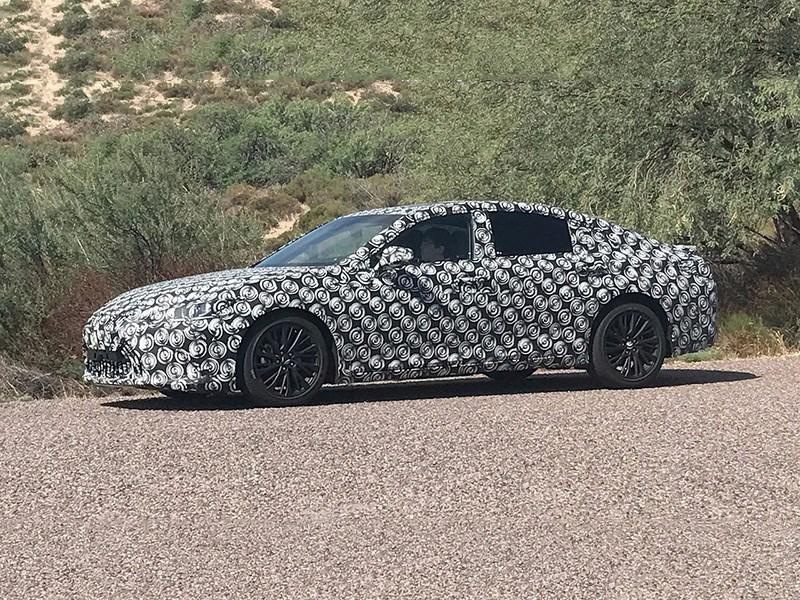 Lexus начал тесты нового поколения седана ES