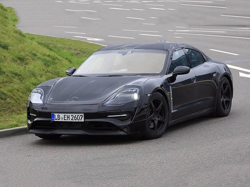 Porsche вывела на тесты свой первый электромобиль