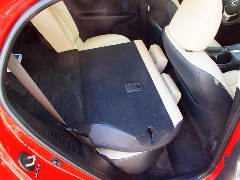 Lexus CT 200h 2014 задний диван фото 2