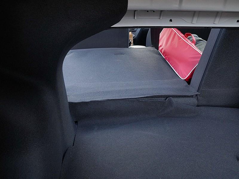 Kia Rio 2015 спинка заднего дивана разложена