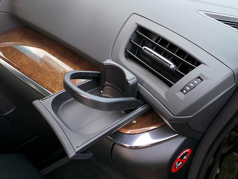Toyota Alphard 2015 подстаканник переднего пассажира