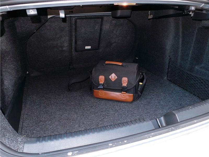 Volkswagen Jetta 2015 багажное отделение