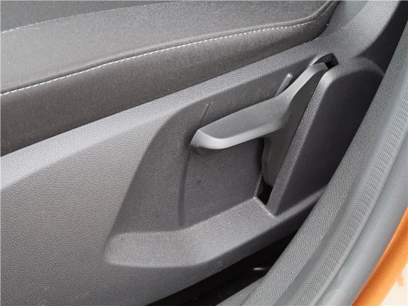 Ford Fiesta sedan 2015 передние кресла