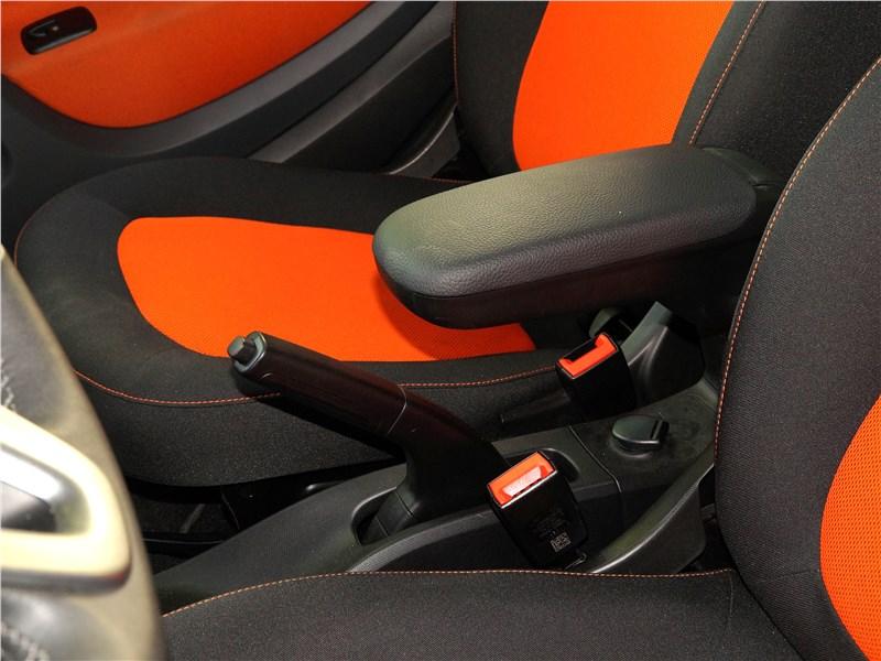 Smart Fortwo 2015 подлокотник между креслами