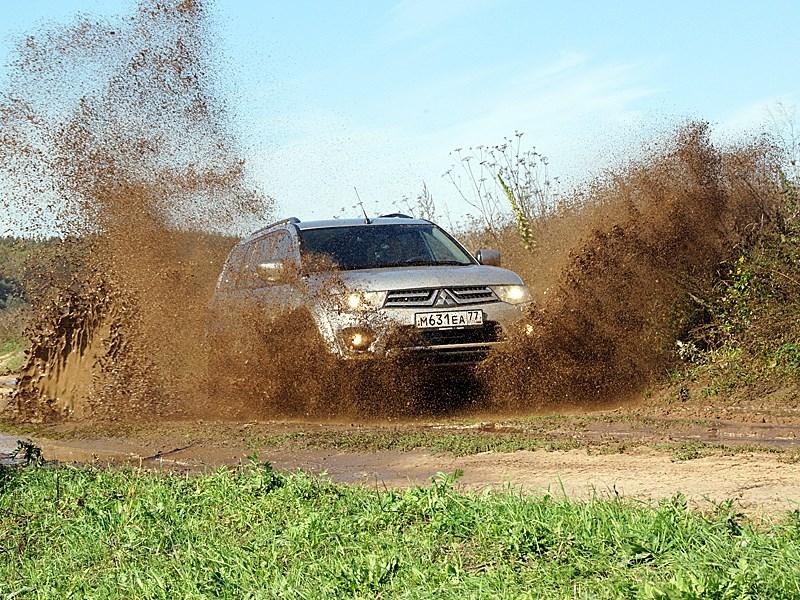 Mitsubishi Pajero Sport 2013 вид спереди