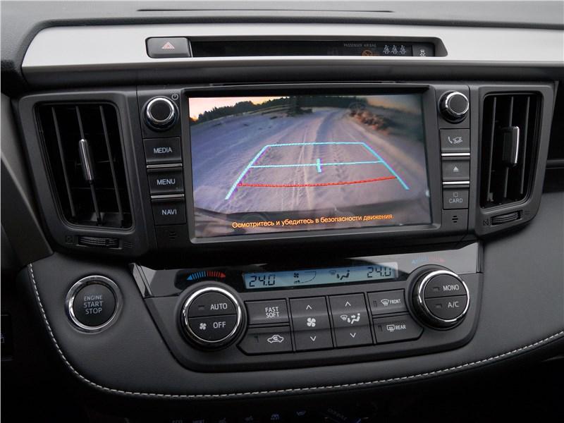 Toyota RAV4 2016 центральная консоль