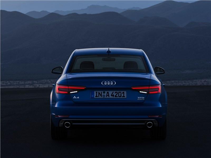 Audi A4 2016 вид сзади