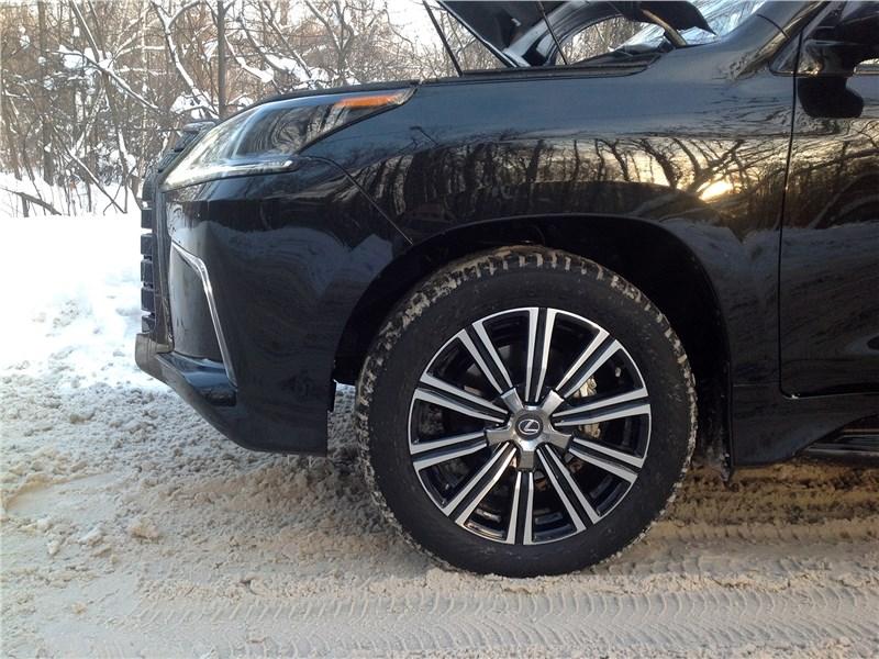 Lexus LX 2016 колесо