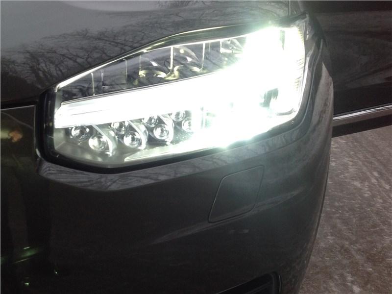 Volvo XC90 2015 передняя фара