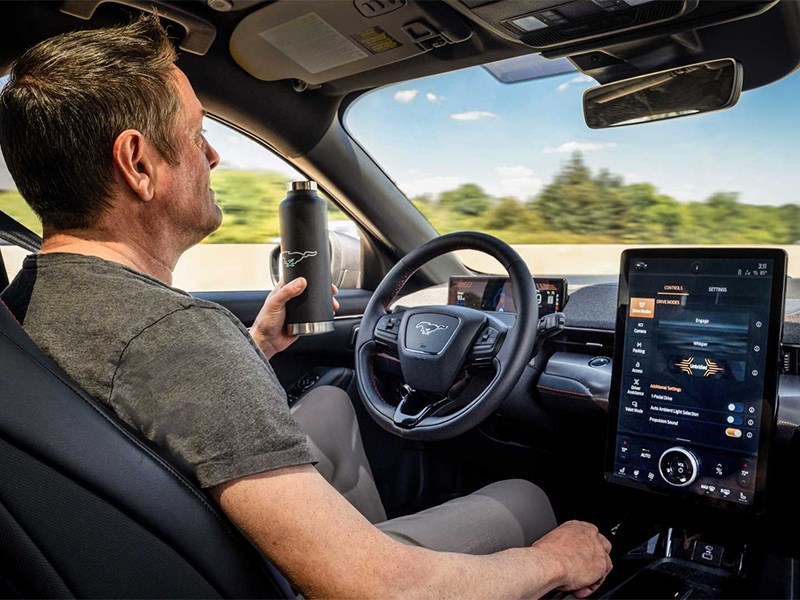 На электрокроссовере Ford Mustang можно будет ездить без рук