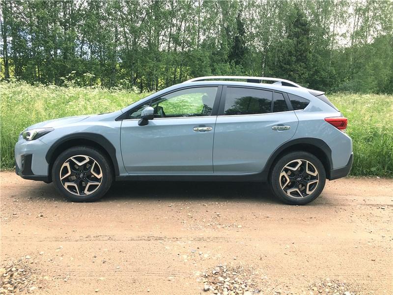 Subaru XV 2018 вид сбоку