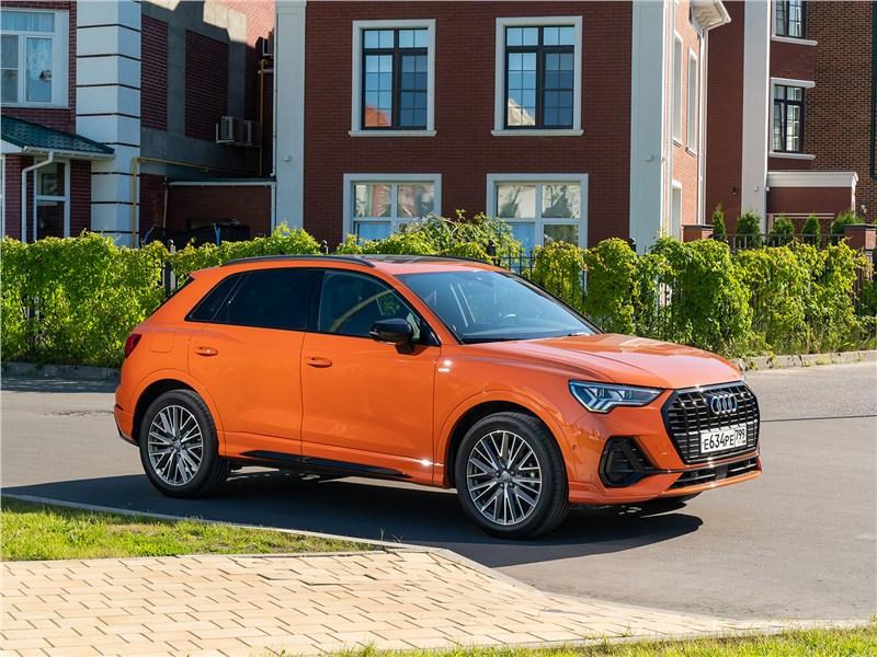 Audi Q3 2019 вид сбоку