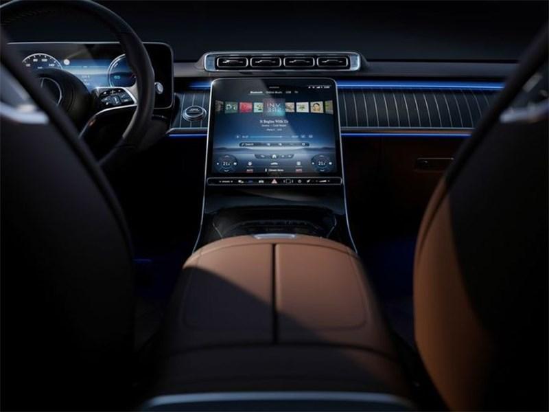 В Mercedes-Benz рассекретили интерьер нового S-Class