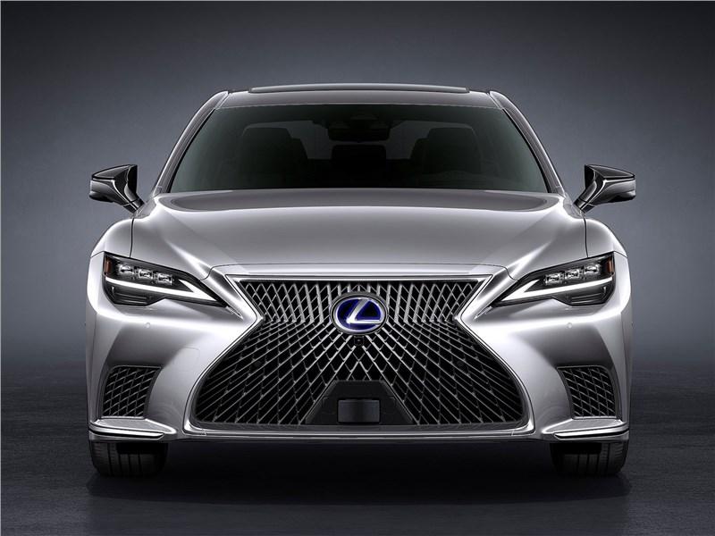 Lexus LS (2021) вид спереди