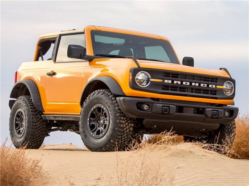 Ford Bronco 2-door (2021) вид спереди
