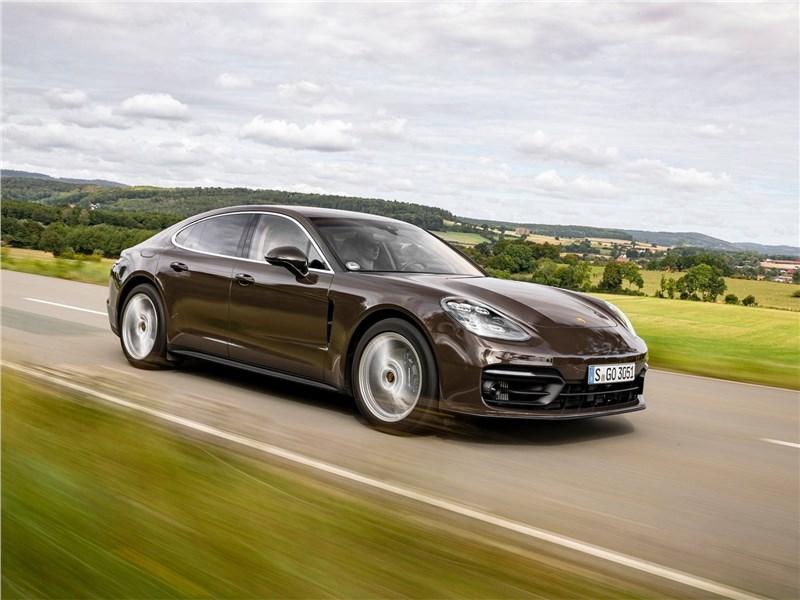 Porsche Panamera (2021) вид спереди