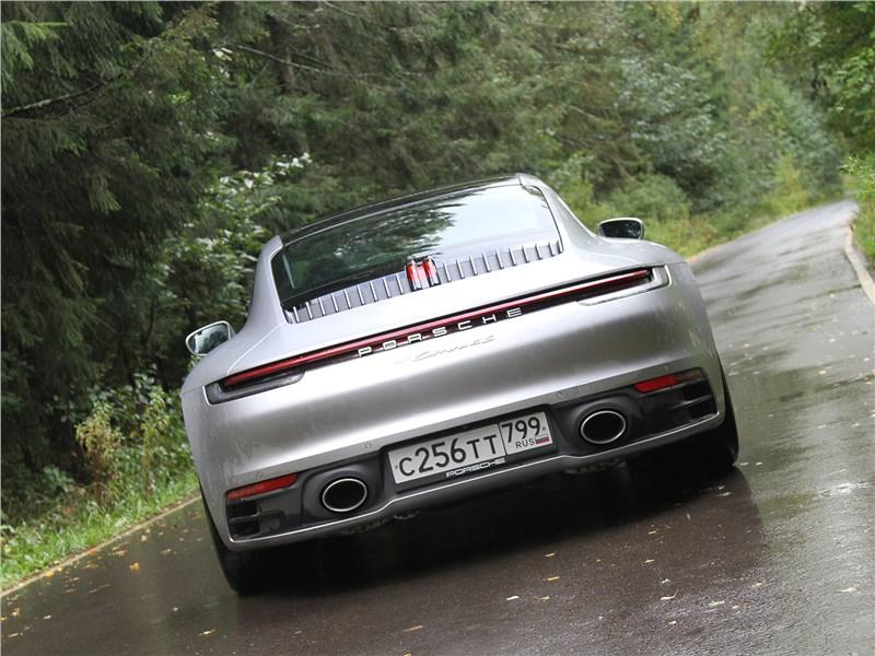 Porsche 911 Carrera 4S (2019) вид сзади