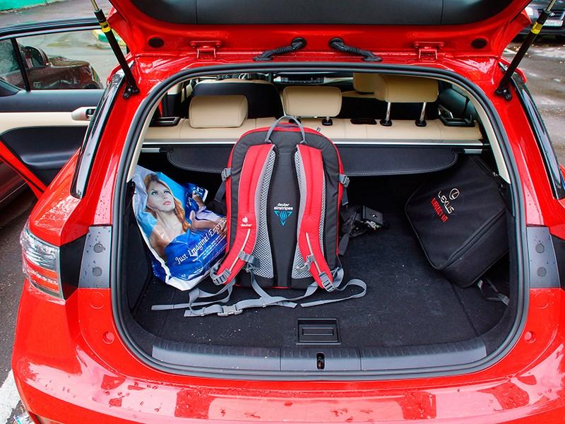 Lexus CT 200h 2014 багажное отделение