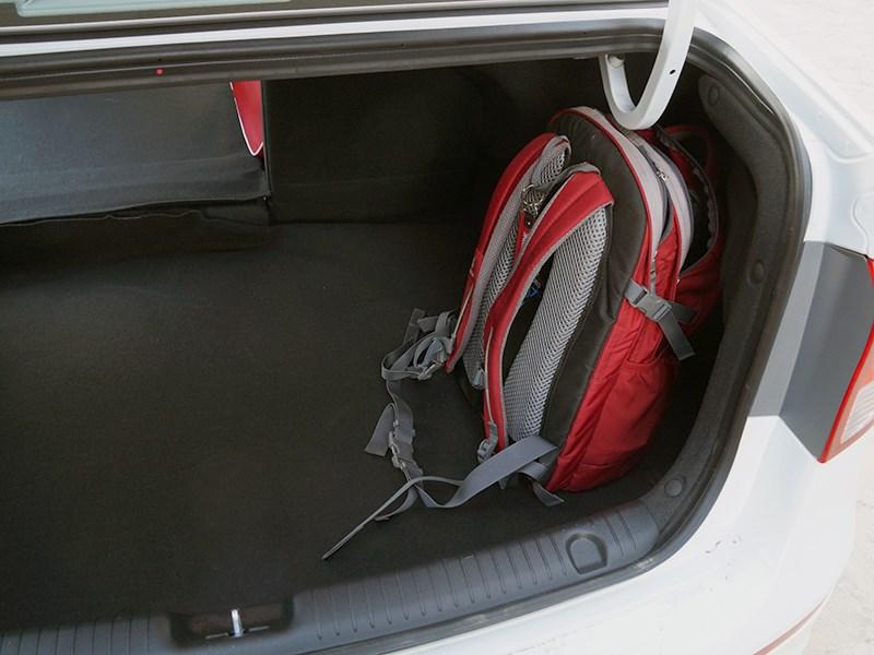 Kia Rio 2015 багажное отделение
