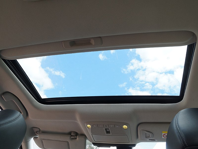 Infiniti Q50S Hybrid 2013 панорамная крыша