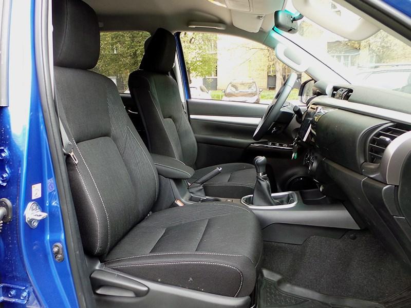 Toyota HiLux 2016 передние кресла