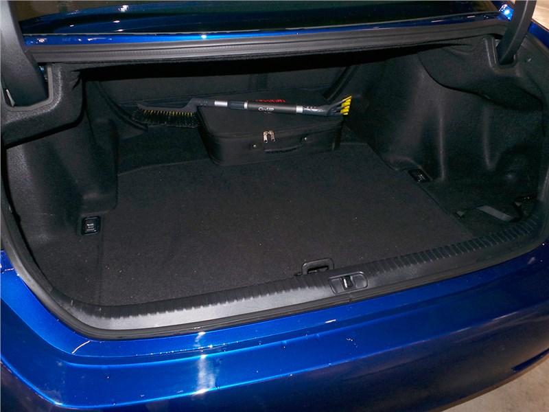 Lexus RC F Sport 2014 багажное отделение